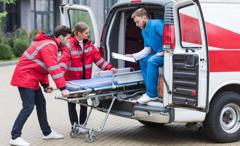 Bei einem Notfall dauert es nicht lange und der Rettungswagen ist vor Ort. ( Foto: Shutterstock-LightField Studios )