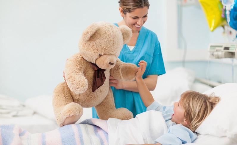 Auch auf der Kinderstation wird qualifiziertes Personal gebraucht. ( Foto: Shutterstock ESB Professional )-